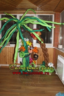 Пальма с букетом