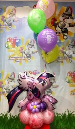 Пони фольгированная на подставке с шарами