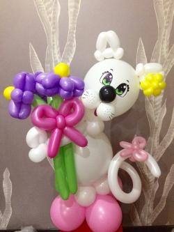 Кошечка с цветами