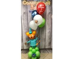 Кот в бирюзовом костюме на основании с шарами