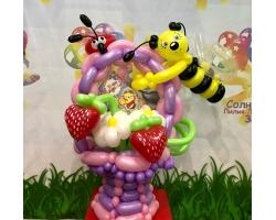 Корзинка с пчелкой